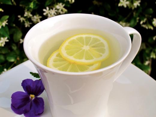 áegua morna limão benefícios